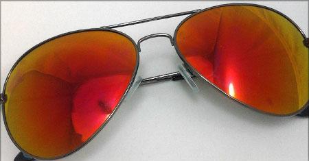 عینک شیشه قرمز خلبانی