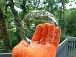 Juggle-Bubbles