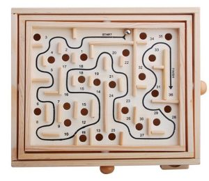 تخته بازی لابرینت Labyrinth بازی سرگرم کننده و هیجان انگیز