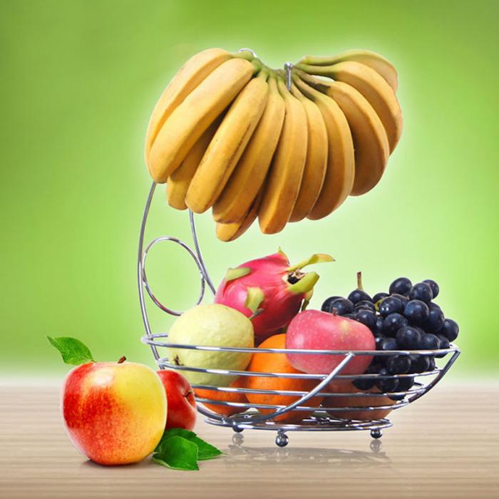 سبد میوه با آویز موز چیدمان دلنشینی از میوه ها