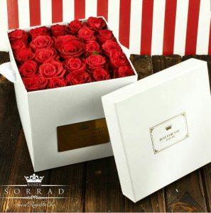 باکس گل رز هلندی قرمز مخملی، زرد، سرخابی و رنگین کمان