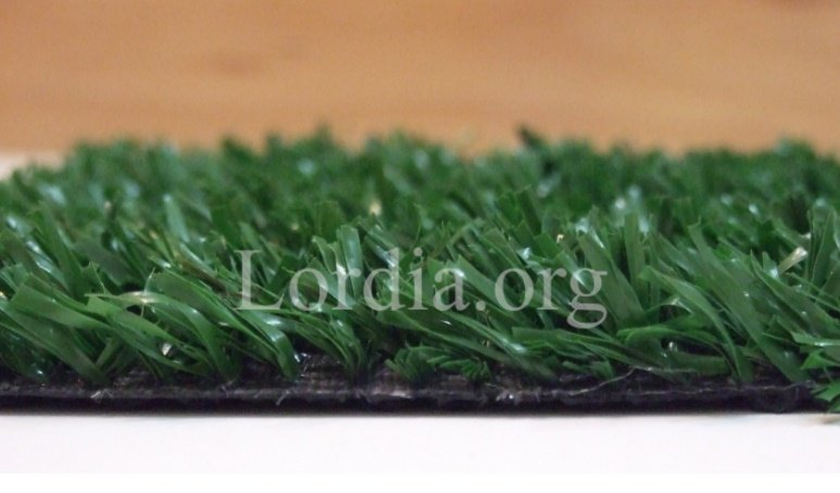 تصویر چمن مصنوعی نوع فیبریلیت فضای سبز