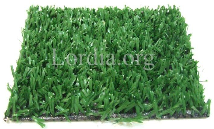تصویر از بالای چمن مصنوعی نوع فیبریلیت فضای سبز