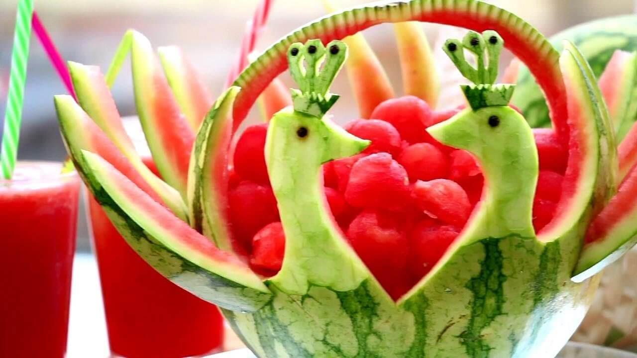 میوه ارایی هندوانه تبدیل به دو قو عاشق